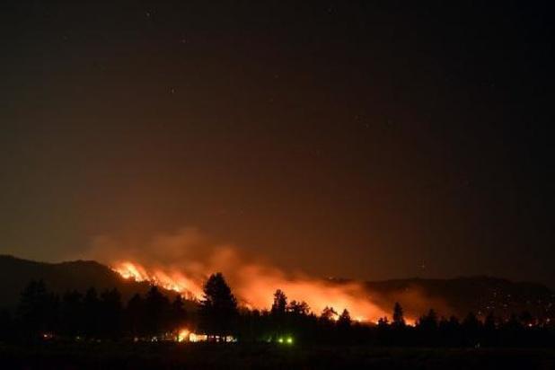 Un nouvel incendie de forêt menace des centaines d'habitations près de Los Angeles