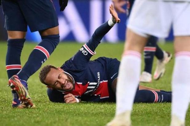 Belgen in het buitenland - PSG loopt tegen thuisnederlaag aan tegen Lyon en Denayer, Lille leider
