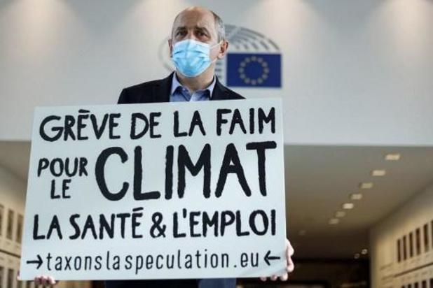 Budget européen 2021-2027 - L'eurodéputé français Larrouturou met un terme à sa grève de la faim pour le climat