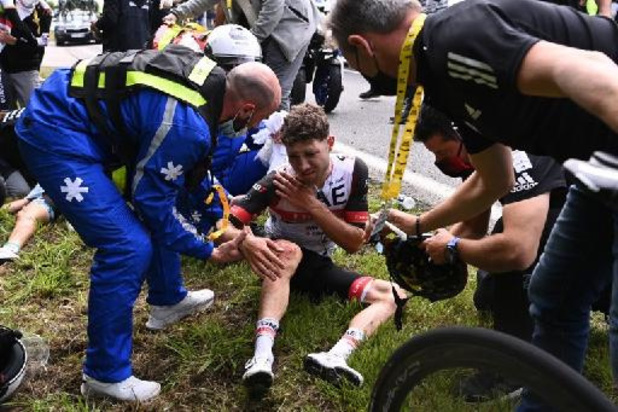Tour de France: garde à vue prolongée de la femme à l'origine d'une chute massive