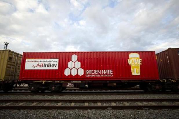 """Nieuwe """"biertrein"""" van AB InBev haalt in Antwerpse haven 5.000 vrachtwagens uit verkeer"""