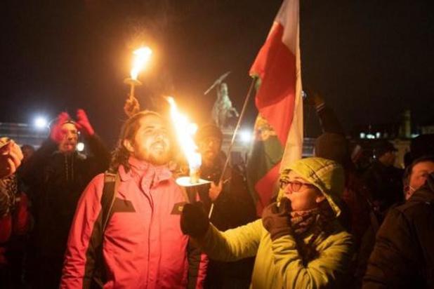 Coronavirus - Manifestatie tegen coronamaatregelen lokt 10.000 deelnemers in Wenen