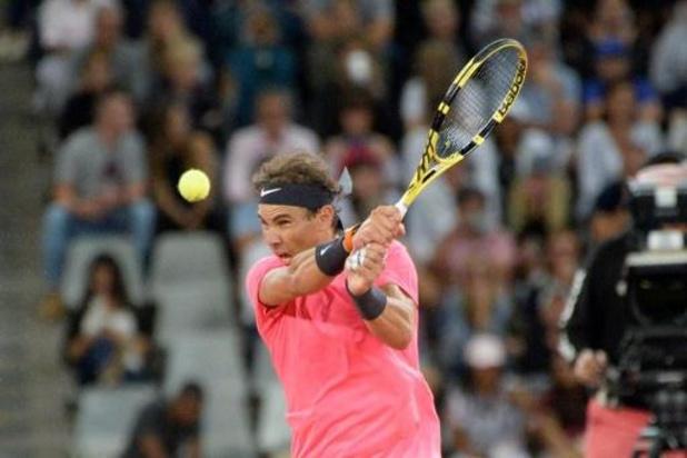 Knieoperatie houdt Federer weg van Roland Garros