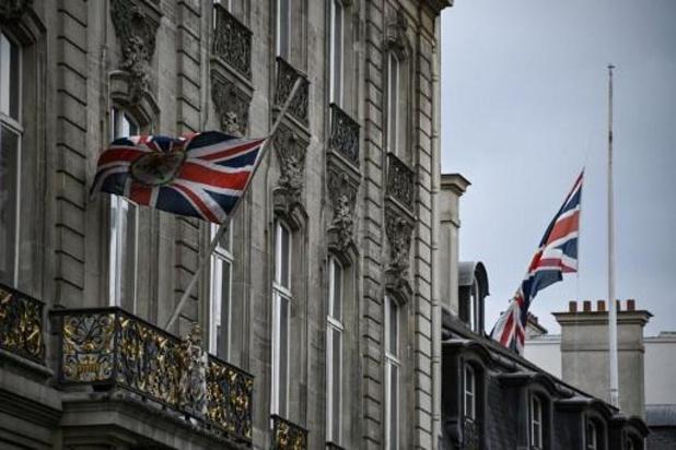 """Britten die in Europa rijden moeten voortaan """"UK"""" op nummerplaat kleven, en niet meer """"GB"""""""