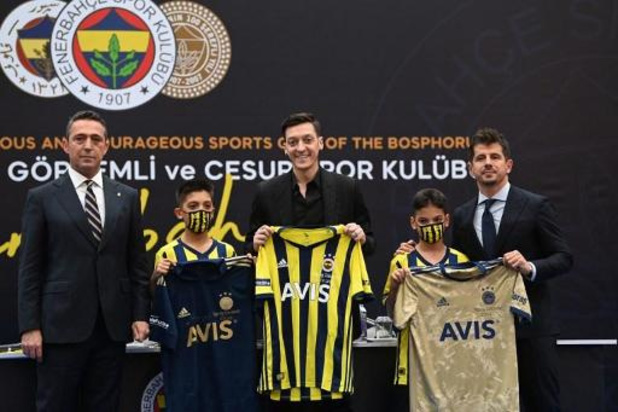 Mesut Özil a fait ses débuts avec Fenerbahçe