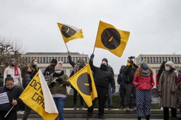 70-tal personen betogen tegen avondklok in Brussel
