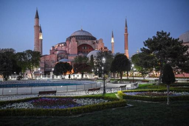 Turkse president kondigt lockdown rond Suikerfeest af