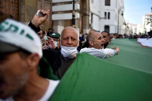 Des milliers d'Algériens à nouveau dans la rue