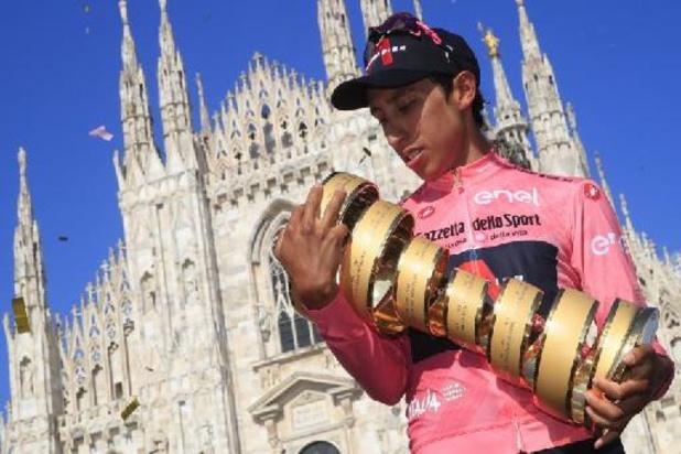 Giro - Bernal viert eindwinst, ploegmaat Ganna ondanks lekke band naar tijdritzege