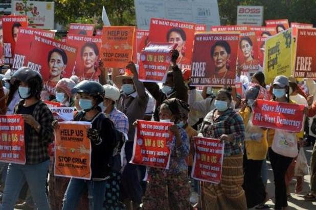 Coup d'Etat en Birmanie - Les Birmans moins nombreux dans les rues après le déploiement de troupes