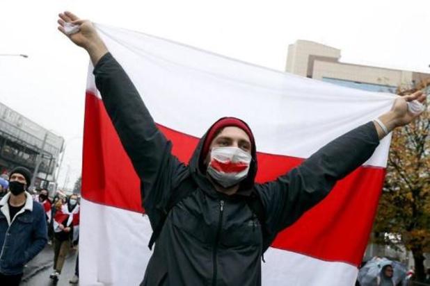 Arrestations et répression brutale d'une grande manifestation à Minsk
