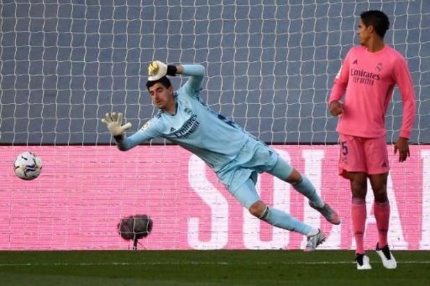 Thibaut Courtois obtient son troisième Trofeo Zamora de meilleur gardien de but d'Espagne