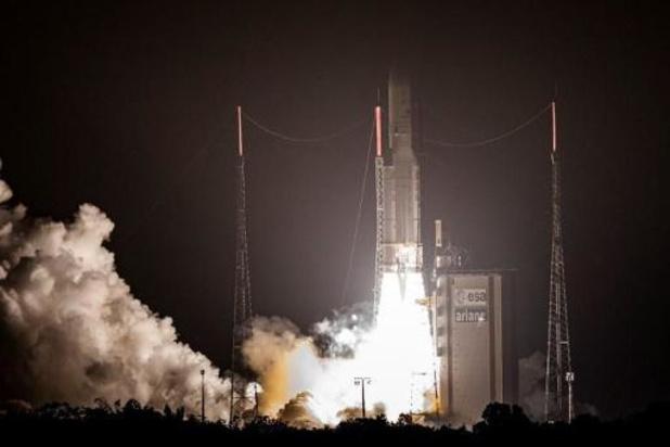 Europese Ariane-draagraket lanceert succesvol twee telecomsatellieten