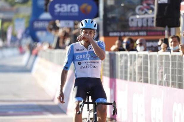 Dowsett pakt de bloemen na lange vlucht in de Giro