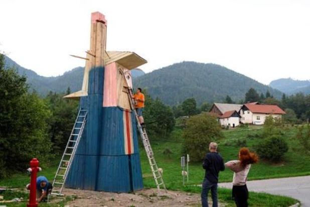 """La """"Statue de la liberté"""" Trump part en fumée en Slovénie"""