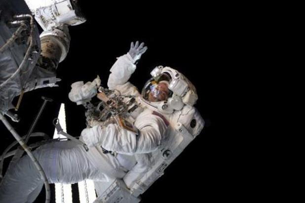 Primeur: ruimtetoerist maakt ruimtenwandeling