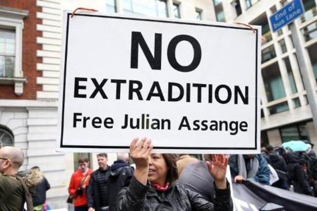 """Le traitement infligé à Assange met sa vie """"en danger"""""""