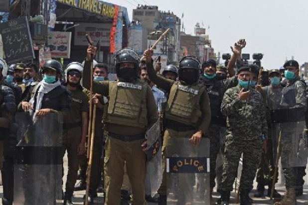 Au moins sept policiers pakistanais pris en otage par des manifestants anti-France