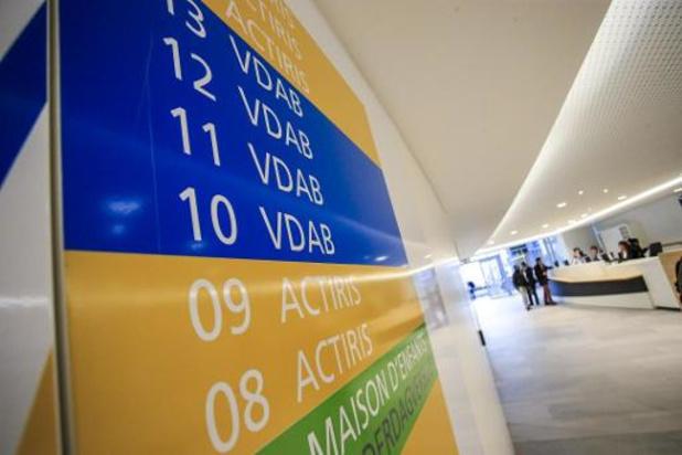 Crevits wil meer taalopleiding Nederlands op de werkvloer