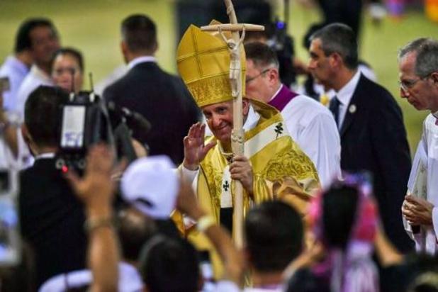 Thaïlande: le pape déplore les ravages de la prostitution enfantine devant 60.000 fidèles