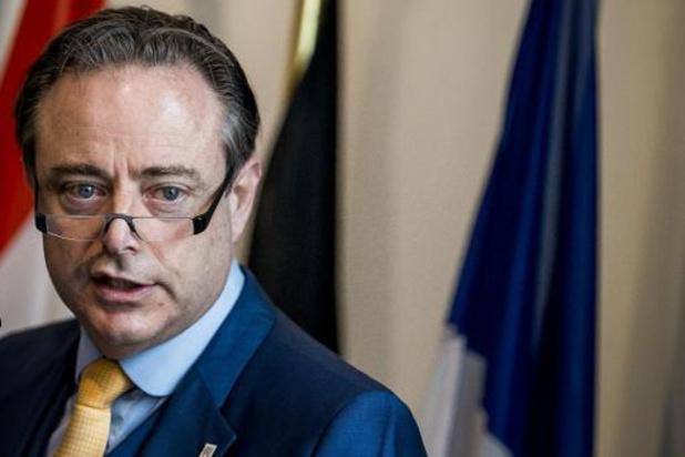 """De Wever roept Vlaamse partijen op om """"niet te plooien voor de oekazes van de PS"""""""
