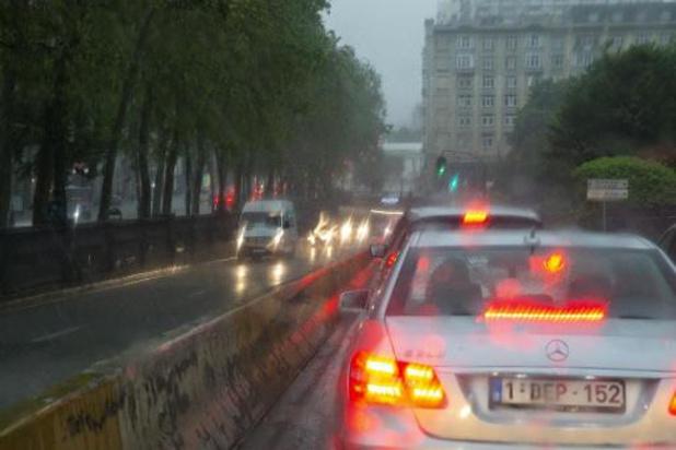 Averses ou pluies orageuses intenses cet après-midi, temps agité pour débuter la semaine