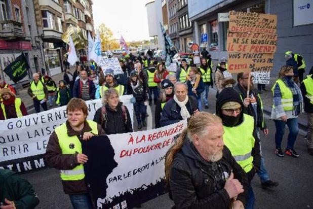 Des gilets jaunes ont fêté l'anniversaire de leur mouvement en manifestant à Namur