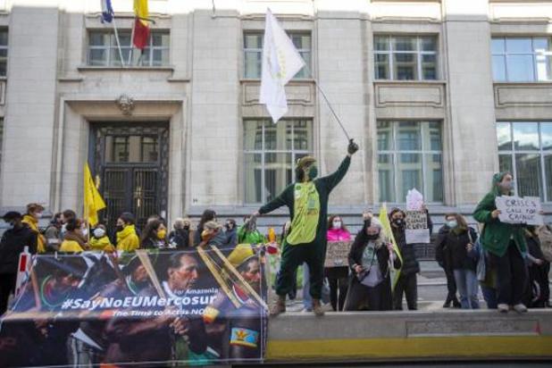 Une centaine de jeunes devant le Cabinet du Premier ministre à Bruxelles pour le climat