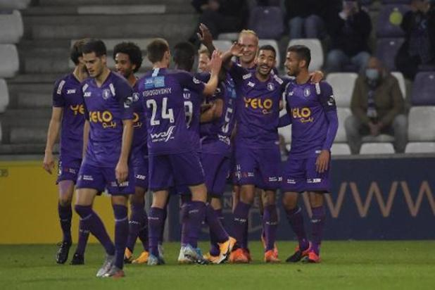 Jupiler Pro League - Beerschot wint in doelpuntenkermis van STVV, KV Mechelen met tien ten onder tegen Kortrijk