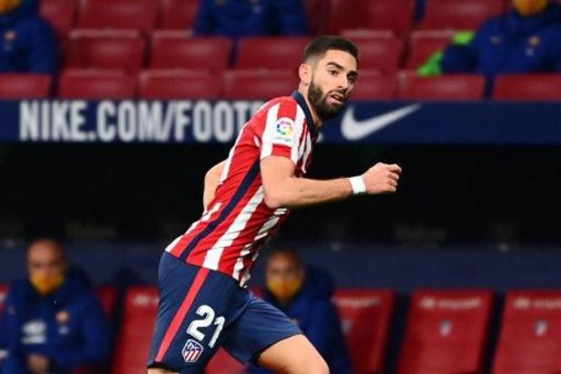 Belgen in het buitenland - Carrasco bezorgt Atlético de zege in topper tegen Barcelona na flater van Ter Stegen