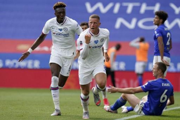 Belgen in het buitenland - Chelsea knikkert Leicester, met Tielemans en Praet, uit de FA Cup