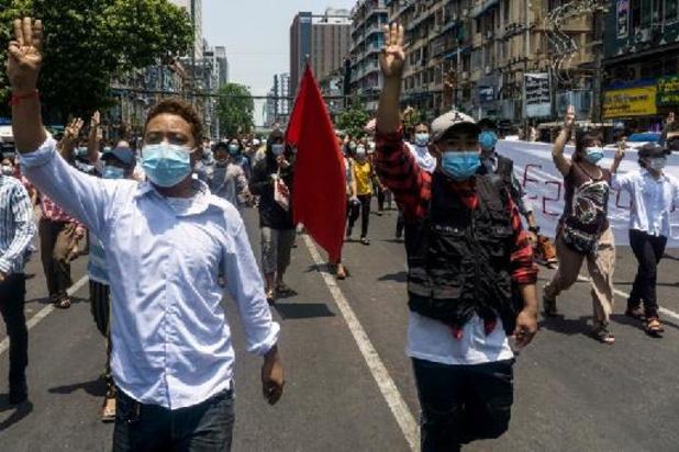 Birmanie: manifestation à Rangoon à la veille du sommet de l'Asean