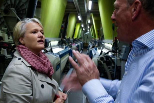 Nathalie Muylle (CD&V) legt eerste bedrijfsbezoek af als federaal minister