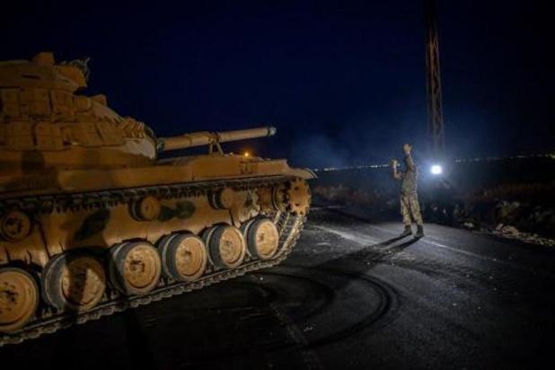 Conflit en Syrie - La Turquie continue de masser des troupes à la frontière syrienne