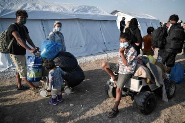 Grèce: plus de 240 migrants contaminés par le coronavirus dans le nouveau camp de Lesbos