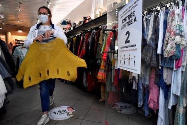 S'il est obligatoire dans les magasins, le masque doit l'être dans les lieux publics
