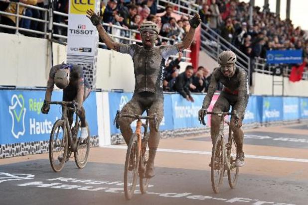Sonny Colbrelli s'impose au sprint devant Florian Vermeersch et Mathieu van der Poel