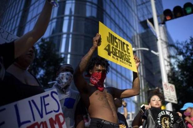 Politiegeweld tegen zwarte Amerikanen - 60.000 mensen lopen mee in herdenkingsmars voor George Floyd