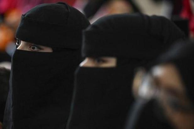 Afghaanse studentes moeten abaya en nikab dragen