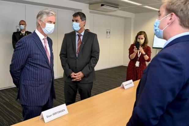 Koning Filip krijgt rondleiding in het Nationaal Crisiscentrum