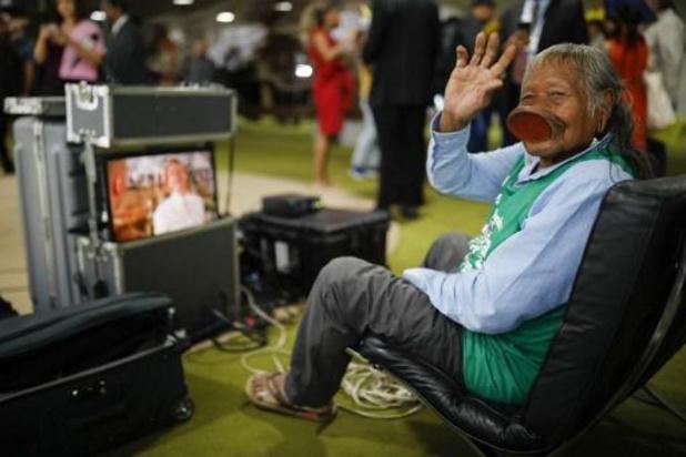 """Brésil: la """"dernière mission"""" de Raoni pour sauver l'Amazonie"""