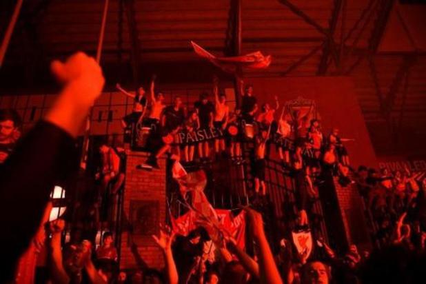 Feestvierende supporters Liverpool overtreden massaal coronaregels
