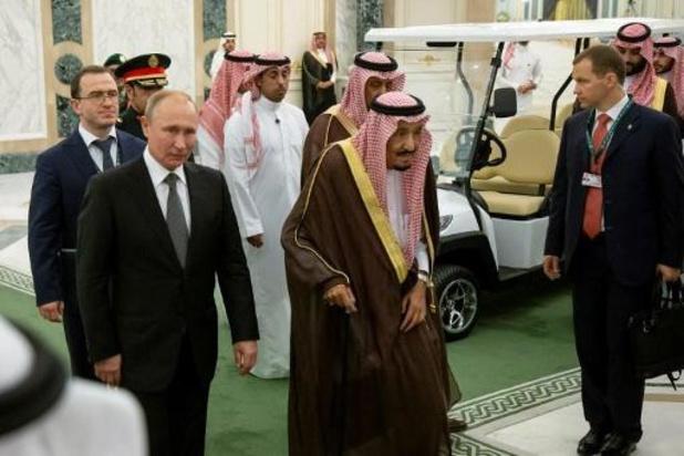 Poetin praat met Saoedische koning over coronavaccin en petroleum