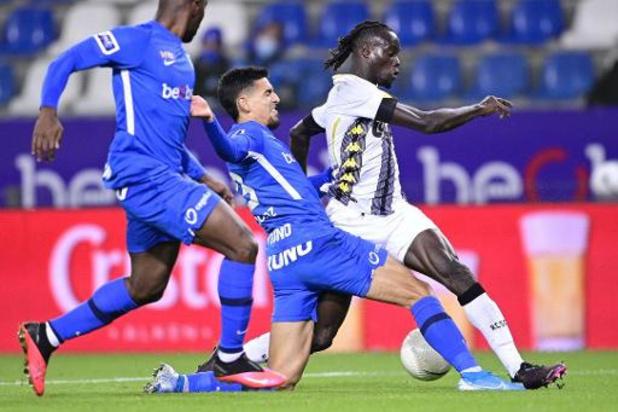 Jupiler Pro League - Charleroi s'incline à Genk et cède la 1e place au Club Bruges