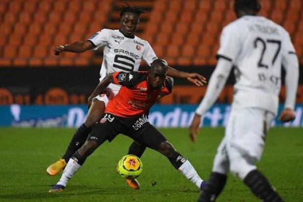 Belgen in het buitenland - Rennes wint eenvoudig van Lorient met 0-3, Doku levert assist