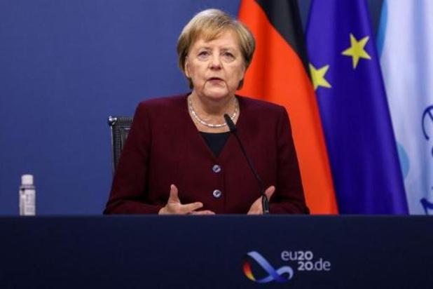 Merkel vraagt Duitsers om zoveel mogelijk thuis te blijven