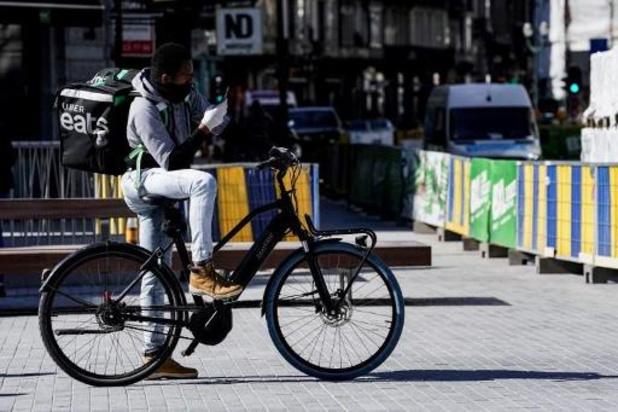 Meerderheid maaltijdbezorgers in Brussel verblijven illegaal in ons land