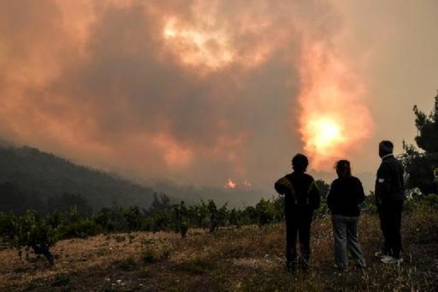Grote brand nabij Athene na drie dagen nog niet geblust