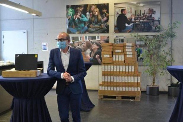 Minister Weyts wil niet weten van sluiting scholen tot eind januari