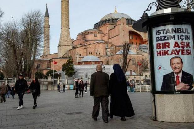 """Transformer Sainte-Sophie en mosquée, une """"affaire intérieure"""" de la Turquie, pour Moscou"""